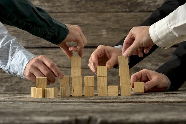 Collaborative agency behaviour